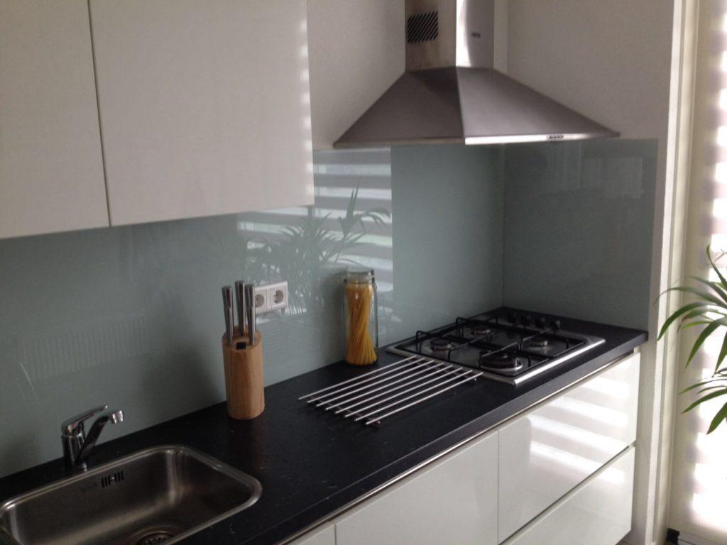 Project Glazen keukenwand