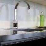 Glazen keukenwand
