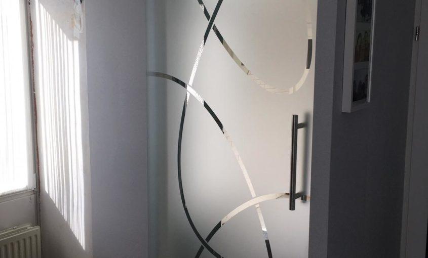 glazen deur gezandstraald