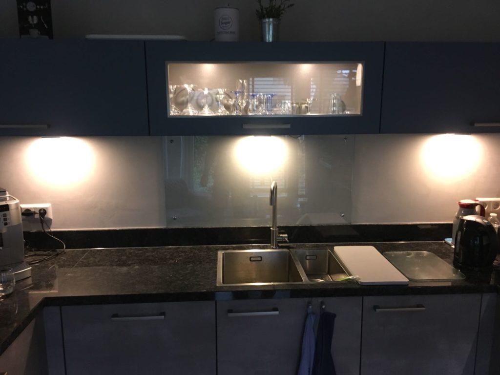 foto hardglas keuken blank