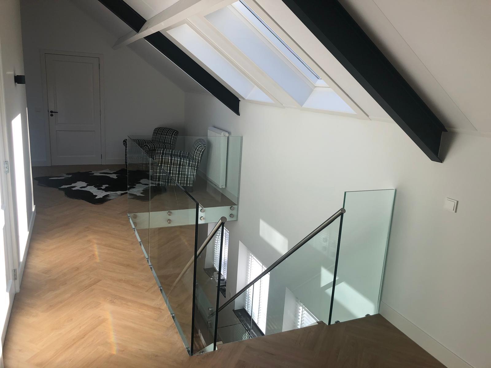 balustrade glas bij de trap