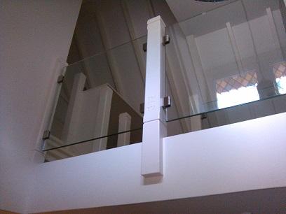 glas balustrade op de overloop