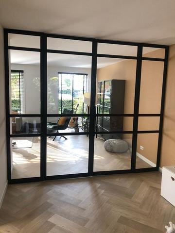 Glazen-deuren-in-stalen-kozijnen
